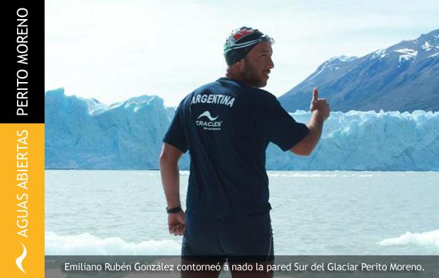 Nadador Master Nada en las Aguas del Glaciar Perito Moreno